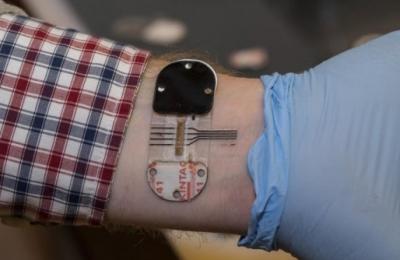 便携式生物传感器 可通过汗液检测人体健康指数