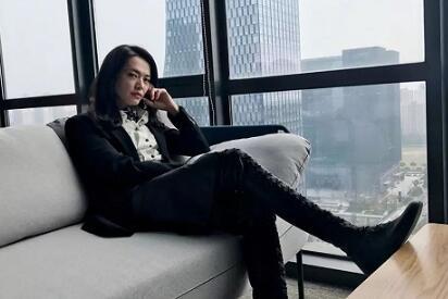 2019时尚趋势预测:西装正成为2019年女性首选热门风格