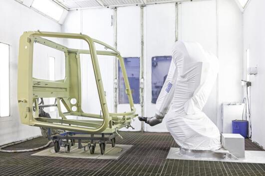 杜尔EcoRP L033涂装机械臂助力Kässbohrer实现PistenBully压雪机生产自动化