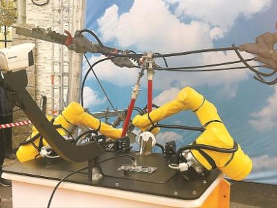 国内首套具有检修操作能力的不停电作业机器人亮相,9月投用