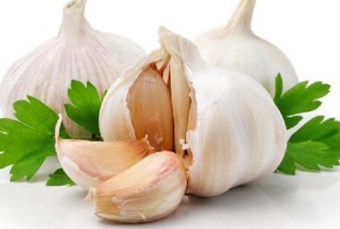 路易斯维尔大学学者发现吃蒜有助增强老人记忆力 预防肠道炎症