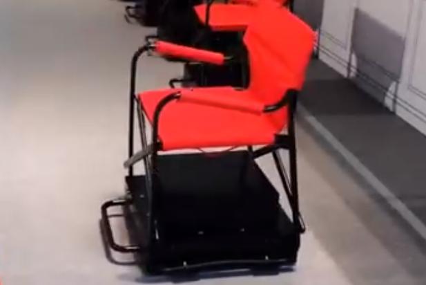 日产公司黑科技:自动排队椅子,可随着队伍自动移动!