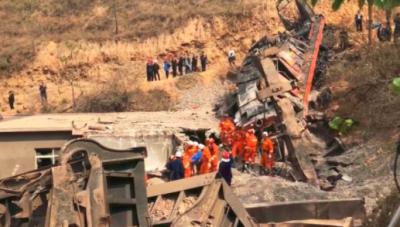 中铝货运火车发生脱轨事故 已致4人死亡2人仍失联