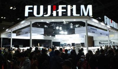 富士胶片首次在中国展出一亿像素无反中画幅相机
