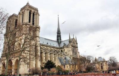 巴黎圣母院大火或因电线短路 建议古建筑采用氟塑料电缆