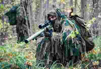 美军狙击手测试新型迷彩作战服装,让传感器成瞎子