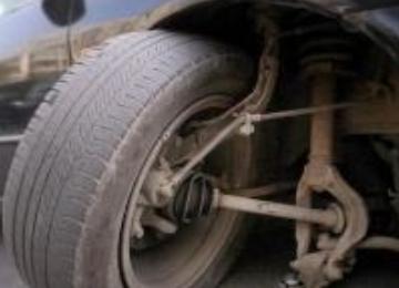 一公车半年换8条轮胎?调查组:有蹊跷