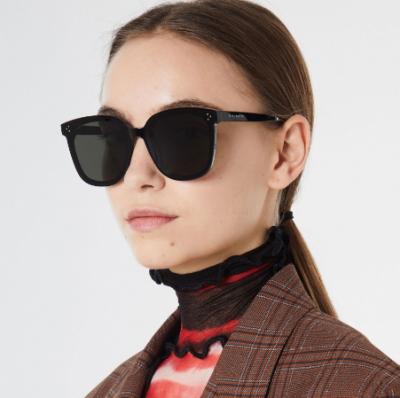 华为携手韩国GM潮牌推出智能眼镜 用户可以通过触控接听电话