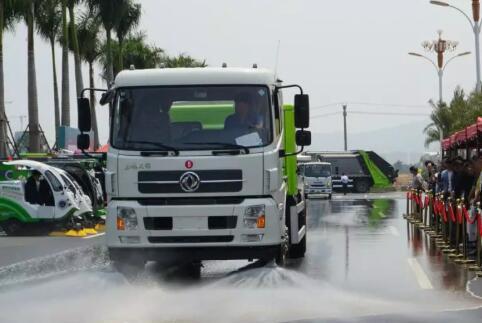 中联环境ZLJ5180TXSDFE5全水力洗扫车等9大新品闪耀福建环卫发展论坛