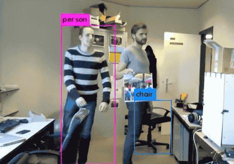 一张贴纸骗过AI视觉检测系统 对抗性补丁让人类隐身