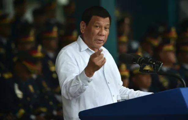 菲律宾总统杜特尔特警告加拿大走私垃圾 不拉走就开战!