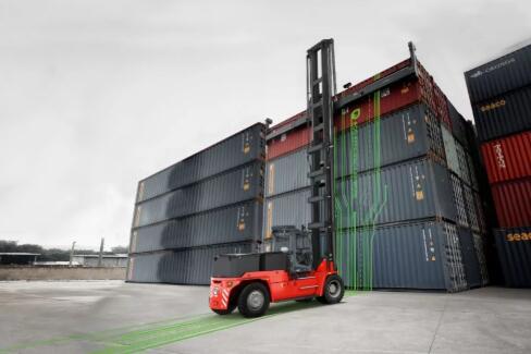卡尔玛推出全电动环保空箱堆高机新品 配备可选电池技术