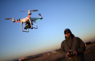 无人机市场快速发展 监管条例亟待规范