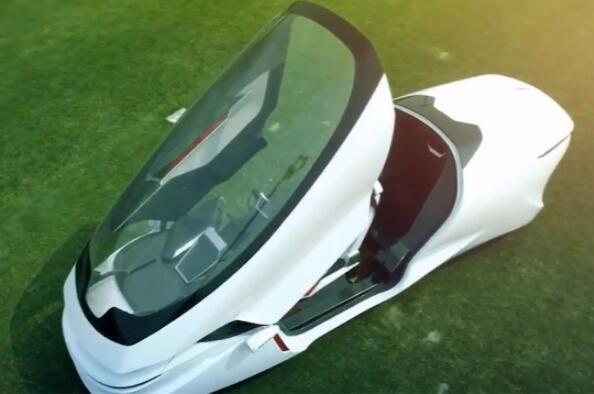 """中国首创""""2轮电动汽车""""不怕翻车,可以横向行驶,上班不迟到"""