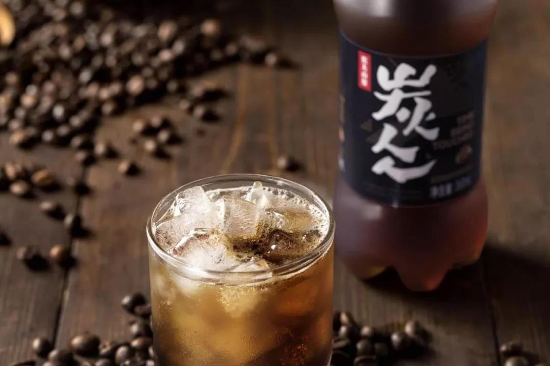 """农夫官宣新品碳酸咖啡名叫""""炭仌""""  透露了产品的工艺秘密"""