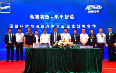 200台深兰科技熊猫智能扫路车交付 L4级智能环卫车正式下线发车