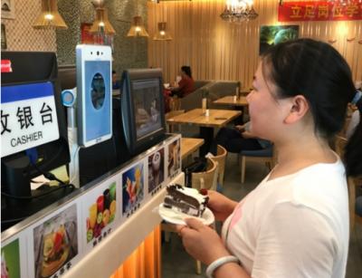 """刷脸支付首次在内地机场使用,支付宝""""蜻蜓""""设备上线郑州机场"""