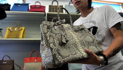 你买的CHANEL包是真的吗?奢侈品海外代购造假灰色利润高达650%