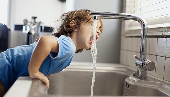世界卫生组织称世界上三分之一的人缺乏安全的饮用水