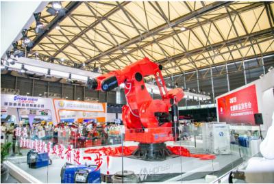 新纪录!全球负载3.6吨重24吨搬运机器人大金刚在埃森展亮相