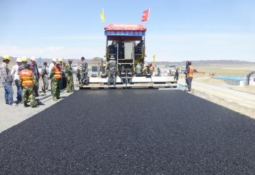 """新型沥青路面磨耗层""""铺""""进12省 可节省60%原材料"""