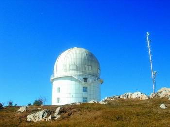 丽江2.4米望远镜获得远日心距活跃彗星K2的基本特征