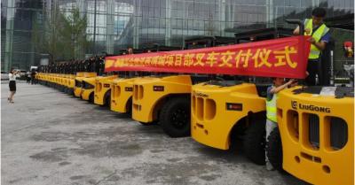 ?柳工叉车举办47台3.5T-10T高配物流专用内燃叉车交机仪式