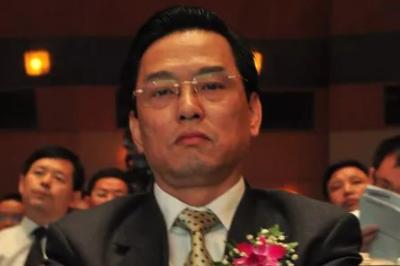 界龙实业董事长、副总双离职,聘任沈伟荣先生为新董事长
