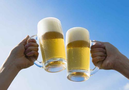 俄乌拉尔联邦大学将开发一款添加中草药的防宿醉啤酒