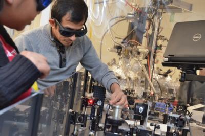 堪萨斯大学研发的突破性材料可造就更便宜、更广泛的太阳能电池板和电子产品
