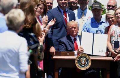 """特朗普签署行政令:""""美国造""""钢铁产品的原产比例将提高至95%"""