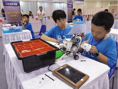 优必选展出Jimu益智教育机器人,打造全智能科学教育体验