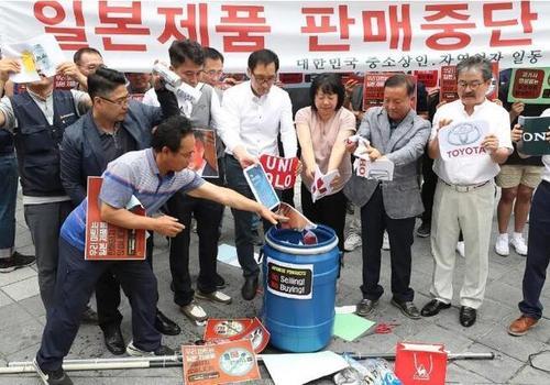 日韩贸易争端越演越烈 韩国民众抵制日货 日本服装销量下降