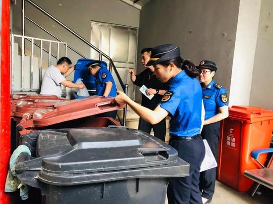 """上海生活垃圾新规实施首月报告出炉!分类收运""""出新招"""""""