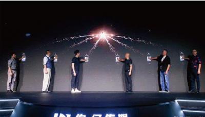 柔宇科技发布柔性电梯广告屏,布局柔性电子+文娱传媒