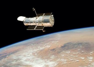 """哈勃望远镜发现橄榄球状""""热木星"""" 整颗行星处于被吞噬边缘"""