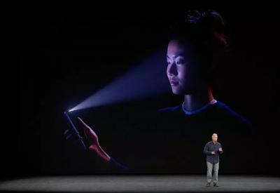 腾讯安全马卓攻破iPhone刷脸解锁,推出新型眼镜可转走熟睡用户的钱