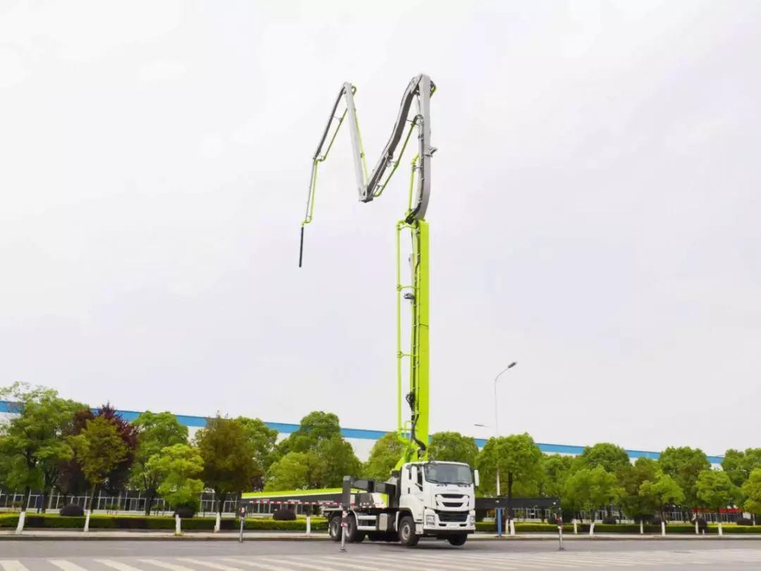 中联重科38米4.0泵车成功下线 继49米泵车后又一力作