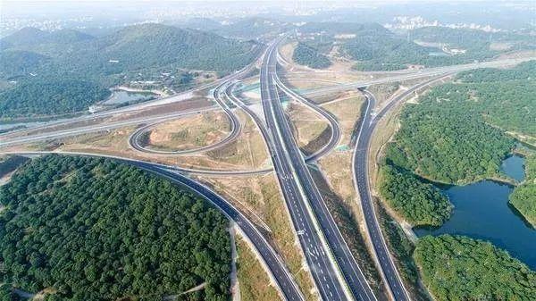 """中国首条""""不限速高速""""建成 三一重器再记一功"""