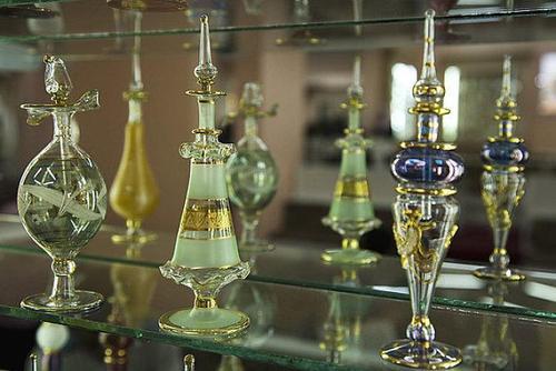 美德科学家借助红外光谱仪等仪器 成功复原古埃及香水配方