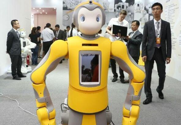 中瑞福宁发布国内首款完全替代人工手术的眼科机器人