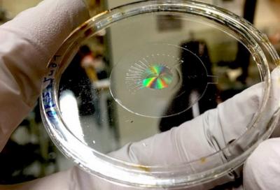"""重大飞跃!哈佛研究人员创造出能够胜过人眼的""""自适应超透镜"""""""