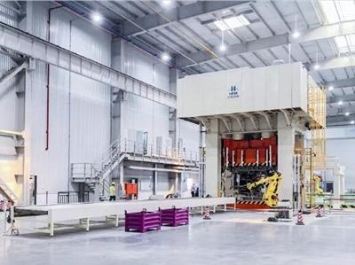 合锻智能自研2600吨高速间接热成形液压机首件下线