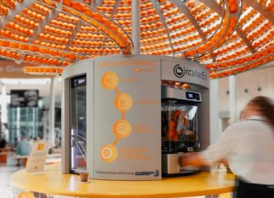 这个?鲜榨橙汁售卖机可回收橙子皮并作成环保杯子