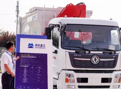 國機重工自裝卸式垃圾車秀出智能環衛新科技