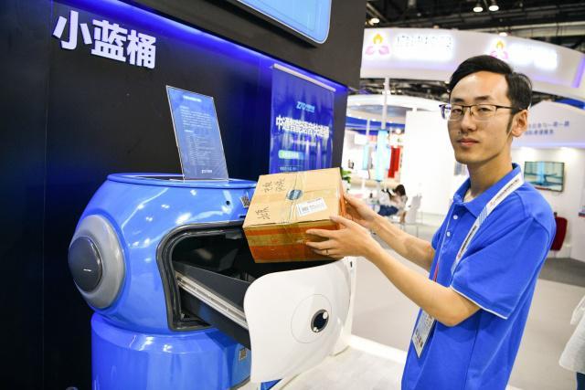 寄件用智能小蓝桶 分拨靠5G超级机器人