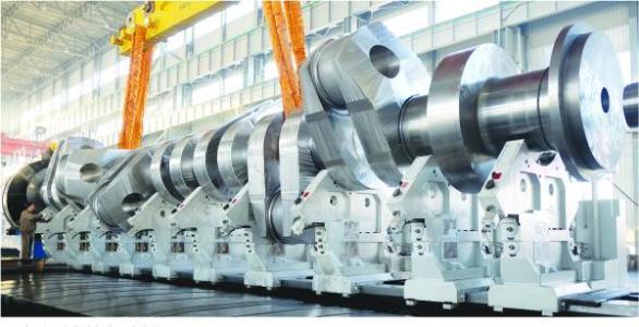 上海电气承制全球最重船用曲轴下线!