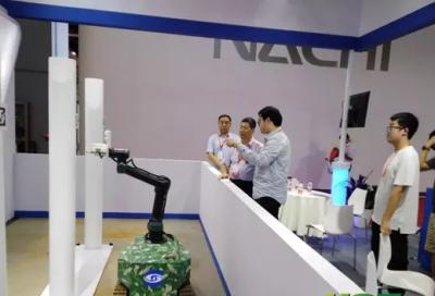 海南橡胶合作研发自主移动割胶机器人首次亮相