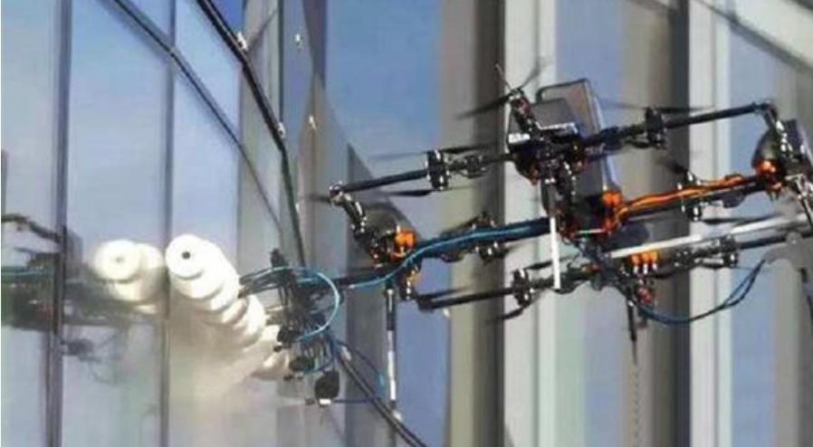 """无人机将实现""""高空灭火"""",未来将取代消防员,成为一代灭火神器"""