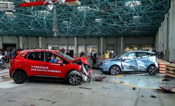 中国汽车技术研究中心:电动汽车三车双重碰撞测试公开